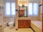En suite bathroom with bathtub, sink, bidet