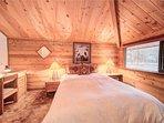 Sunriver-Vacation-Rental_27-Ranch-Cabin_Queen-Bedroom-1