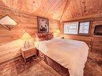 Sunriver-Vacation-Rental_27-Ranch-Cabin_Queen-Bedroom-2