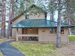 Sunriver-Vacation-Rental_27-Ranch-Cabin_Exterior-Front