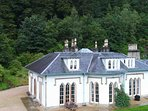 This Large holiday home is just a short drive from Glasgow