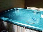 WEB-Sunriver Vacation Rental 7 Whistler 08 Hot Tub