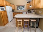 WEB-Sunriver-Vacation-Rentals-7-Whistler-Kitchen-05