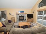 WEB-Sunriver-Vacation-Rentals-7-Whistler-Living-Room-02