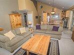 WEB-Sunriver-Vacation-Rentals-7-Whistler-Living-Room-03