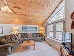 Sunriver Vacation Rental-6 Big Leaf-Living Room