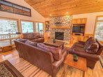 Sunriver-Vacation-Rental_14-Goldfinch_Living-Room-1