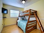 Full / Twin bunk beds with flat screen TV in 2nd guest room.