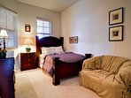 Queen size bed in the 2nd bedroom