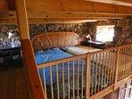 Altillo con ventanas a ambos lados. Las camas pueden estar separadas o unidas