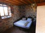 Dormitorio principal con cama 2x2
