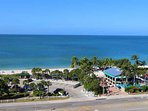 Pias Paradise ist just 1 Mile to beautiful Bonita Beach Park with Doc's Restaurant and Parking