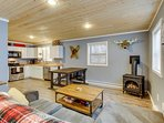 Cozy, contemporary cabin near skiing, lifts, mountain lakes, and more!