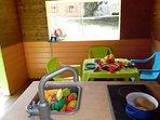 intérieur de la maisonnette pour enfants