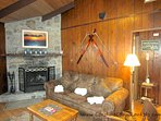 Village Creek Wood Burning Fireplace and leather pullout sofa - sleeps 2