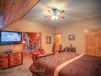 Pinecone Manor Upstairs King Master w/ ensuite Bathroom and HDTV