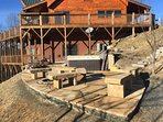 New Hardscaping e Benches di Hot Tub e Fire Pit