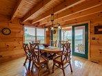 Bear Necessity Dining Room si apre su un portico avvolgente
