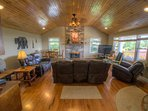 Cabin in the Clouds Stone Fireplace, Large Flat Screen TV and New Leather Furniture