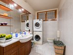 Bathroom in the lower floor, with dryer and washing machine