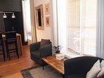 Studio de 23 m2 avec cuisine, salle de bain, coin salon avec télévision, lit 2 personnes, penderie.