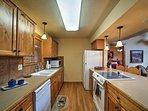 La cucina completamente attrezzata offre ampio spazio contatore per esigenze preparazione degli alimenti.