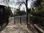l'entrée du jardin du Sacré Coeur