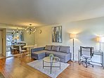 Experience all that Dallas has to offer from this vacation rental condo!