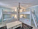 Bunk Bedroom Has 4 Twins