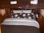 Master Queen Stateroom with luxury linens and en suite bathroom/shower. Sleep on Boston Harbor!