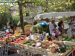 Typical Provençal markets abound in the area