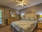 Each bedrooms hosts a queen-sized bed.