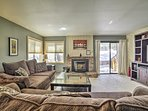 Located just mins from Mammoth Mountain, this condo has space for 5.