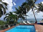 Vue de la piscine En front de mer
