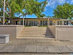 This unit is located in a prime location in Pompano Beach!