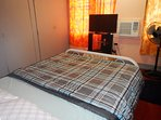 Spacious private Bedroom with aircondition, cabled flat screen tv and high speed internet.