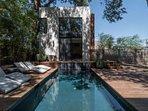 The perfect backyard oasis!