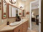 Desti-N-ation Villa - Queen Bedrooms Shared Bath