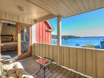 Kingfish1 Alder. Private covered deck with forever views.