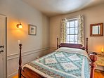 'Betty's Room' features a sumptuous full bed.