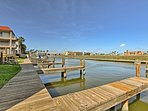 This Corpus Christi condo is just 5 minutes from the beach and bayfront.