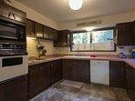 Lucky's Mountain Chalet-Kitchen