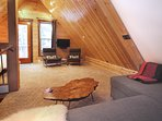 Black Squirrel-Loft with Flat screen TV & Double Bed