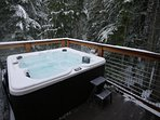 Black Squirrel-Hot Tub in the Trees