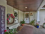 This vacation rental home has a beautiful courtyard and comfortable living space.