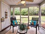 Sitting just 20 minutes from Savannah, this home is both cozy and convenient.