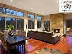 Hunter Valley Accommodation - Blue Cliff Retreat - Living Room