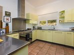 Hunter Valley Accommodation - Rocklee Grove - Kitchen