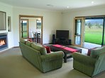 Hunter Valley Accommodation - Kinsale Cottage - Pokolbin - Living Room