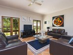 Hunter Valley Accommodation - Rocklee Grove - Living Room